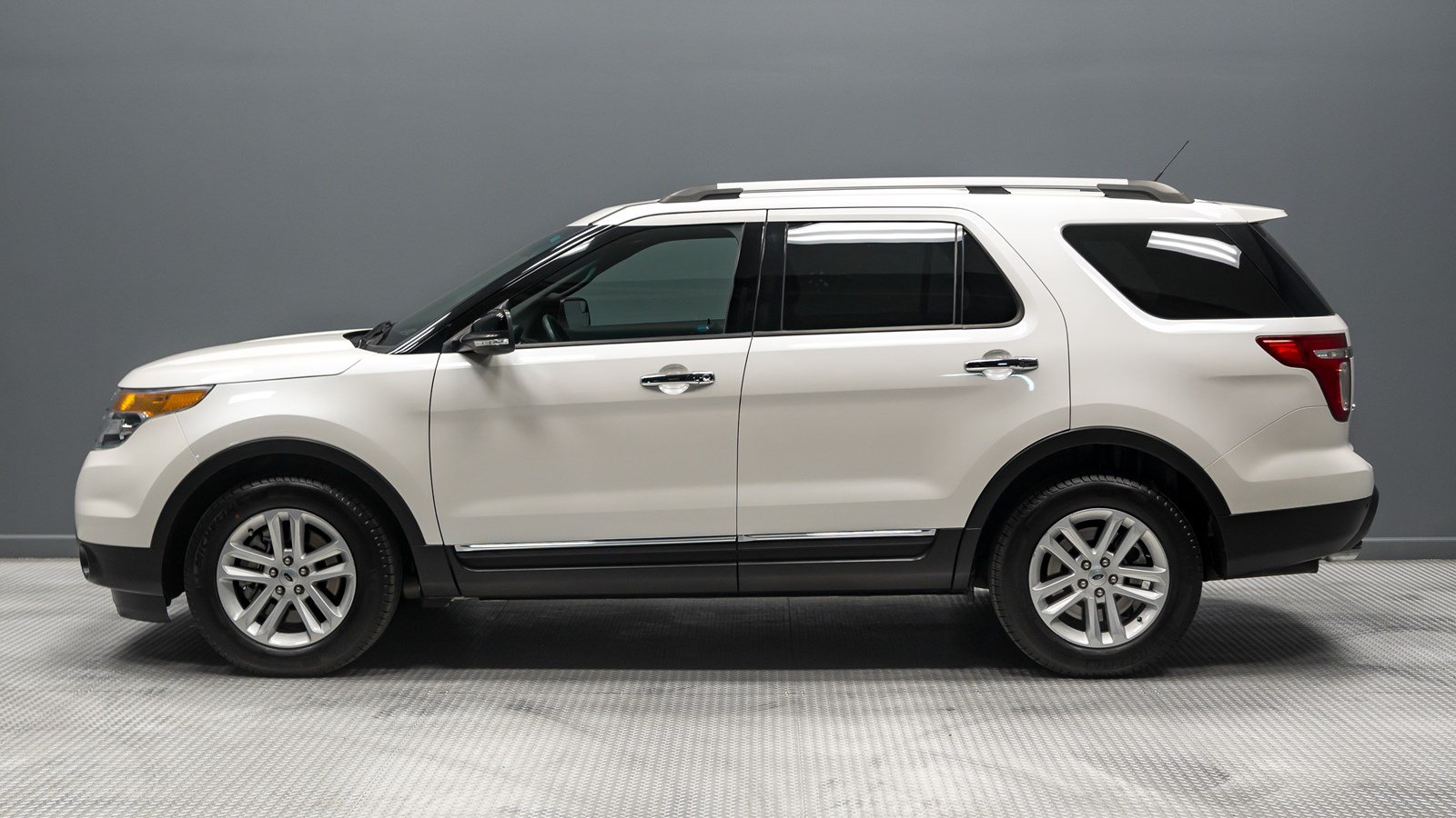 Pre owned 2014 ford explorer xlt